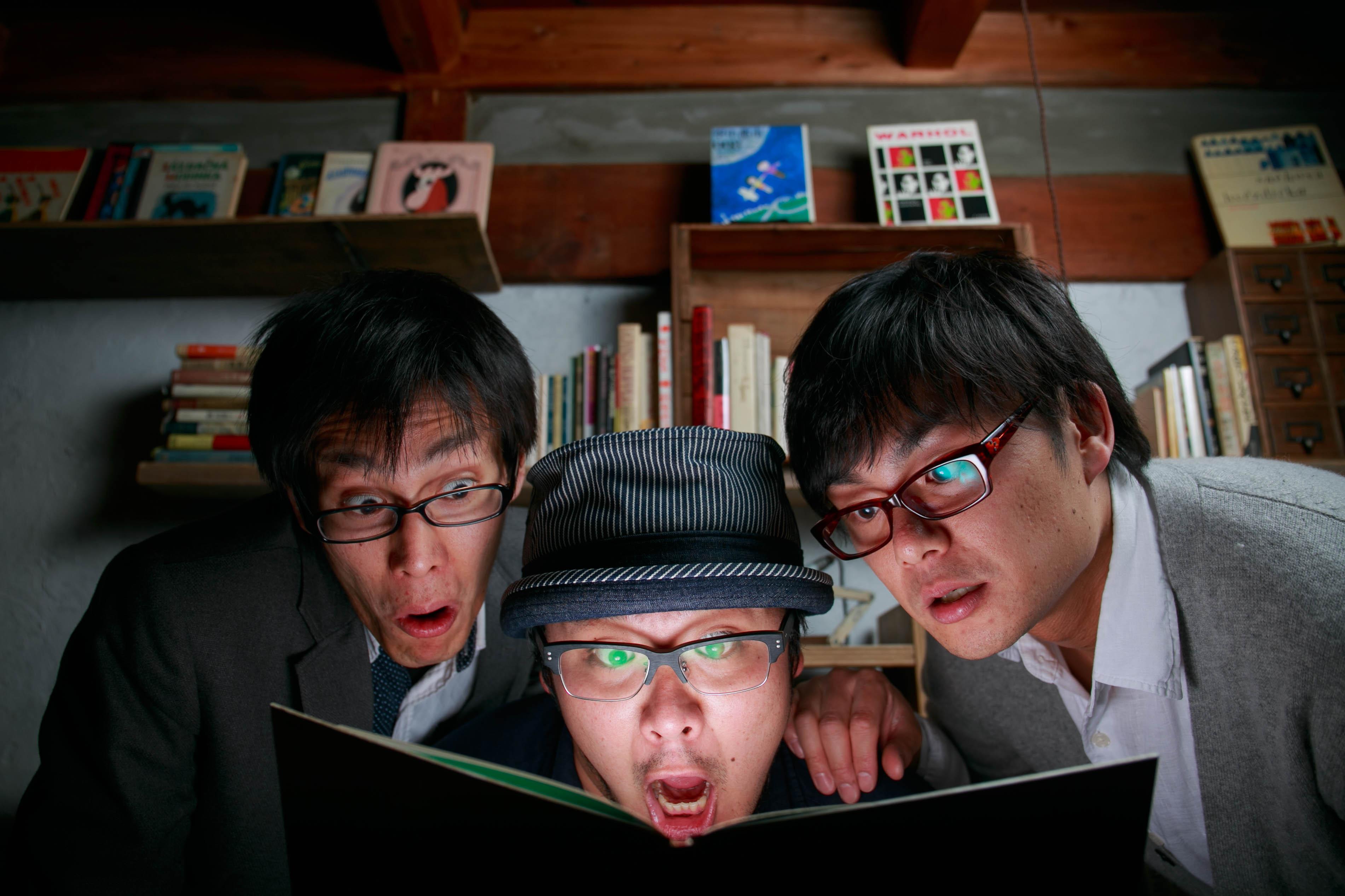 尺八奏者竹内洋司+OGUROCK、めがね書房ライブ後に撮影。偶然か3人ともめがね。