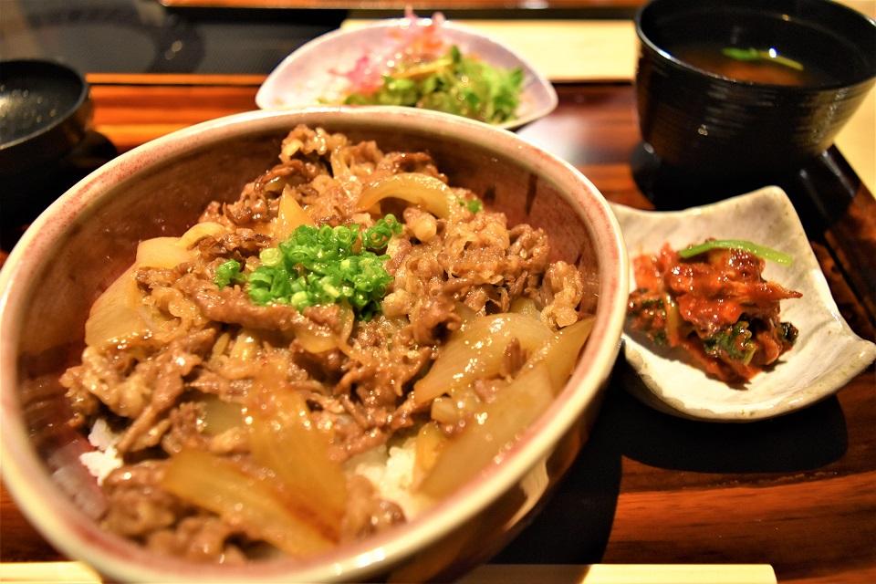 ▲松阪肉の切り落としを使った牛丼(¥1080)