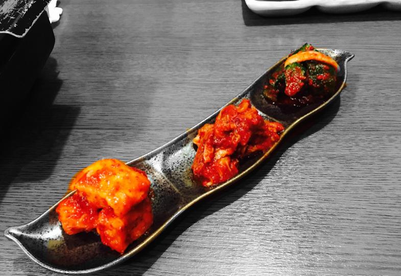 ▲(手前から)カクテキ・白菜キムチ・オイキムチ