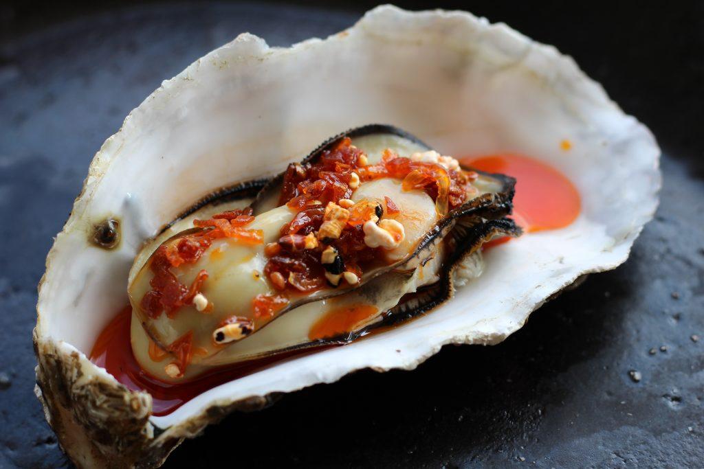 蒸し牡蠣 食べるラー油