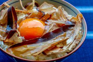 食べるかつおぶし卵かけごはん