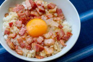 アカモク三元豚ベーコン 卵かけごはん