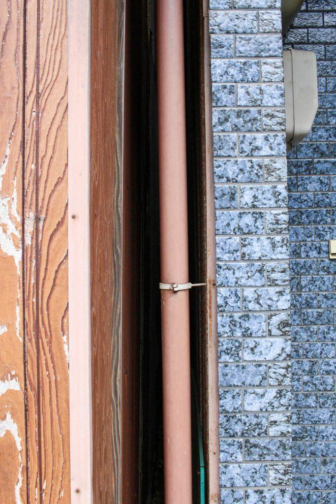 鳥羽中之郷まち歩き 普通の建物の壁