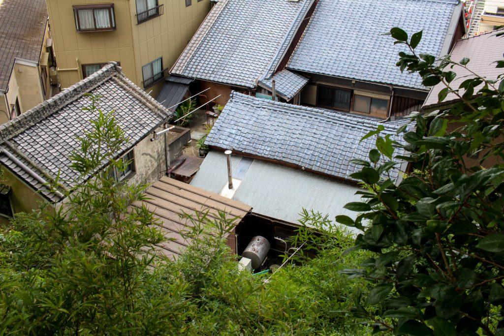 鳥羽中之郷まち歩き 金胎寺から見える糀屋の屋根