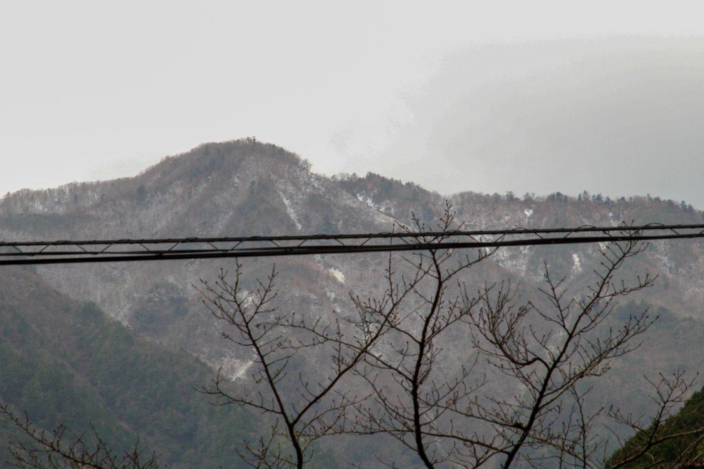 大杉谷登山センター付近から見える 山肌の雪模様