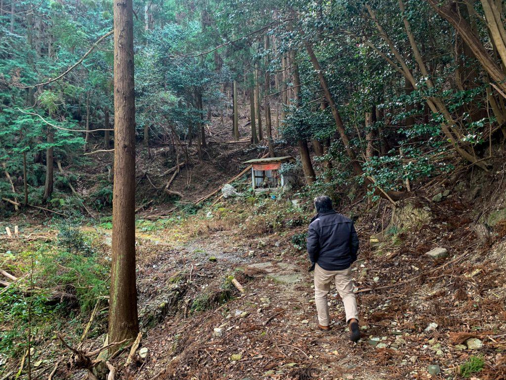 鳥羽市藤野郷で暮らす杉田さんとまち歩き 赤土山道3