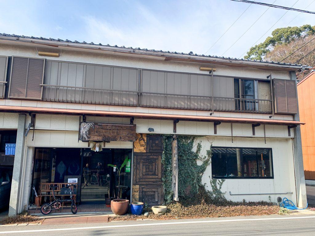 鳥羽市藤野郷で暮らす杉田さんとまち歩き 魚寅さん建物